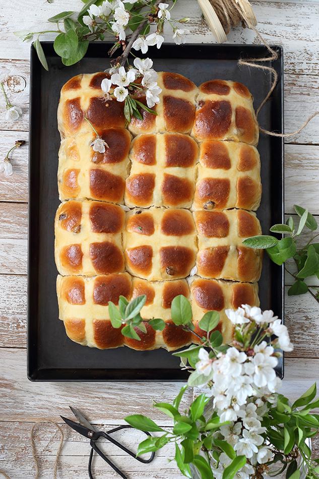 Hot cross buns, merenda in un venerdì santo.